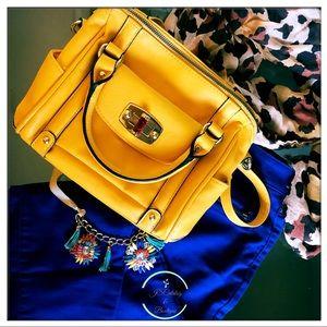 💛 Adorable Yellow Purse